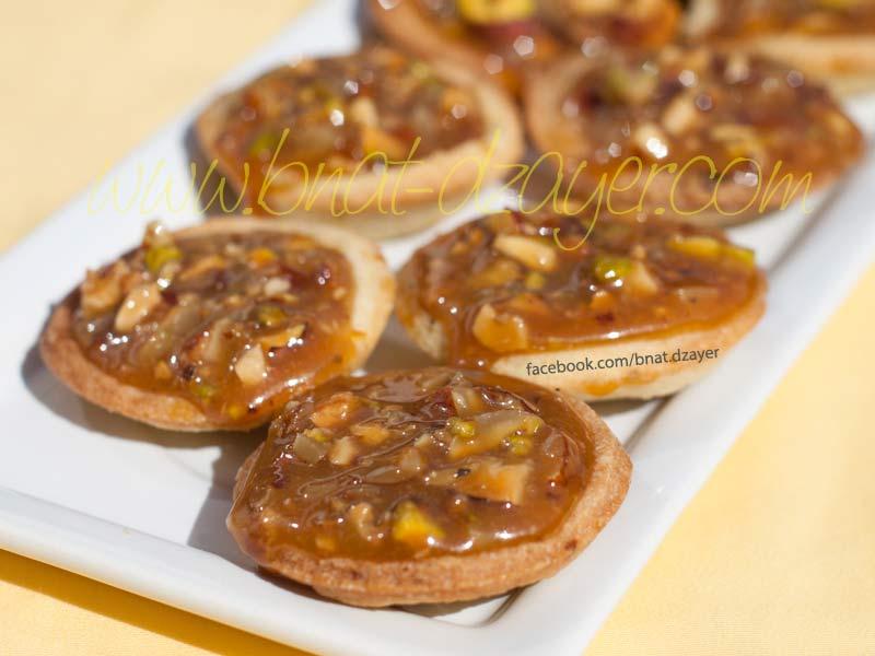 mini-tartelettes-caramel-amandes-cacahuetes-fruits-secs