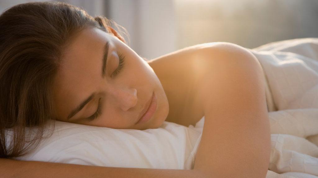 lutter-contre-cernes-someil-femmes-dormir